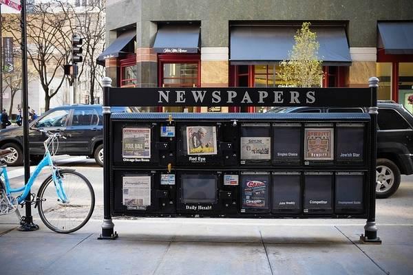 Đừng bận tâm tới mạng xã hội: Thay vì lúc nào cũng chăm chăm nhìn vào email hay mạng xã hội, hãy chọn một tờ báo và tìm hiểu thêm về nơi bạn đang đi du lịch, hay những tin tức quốc tế trong đó.