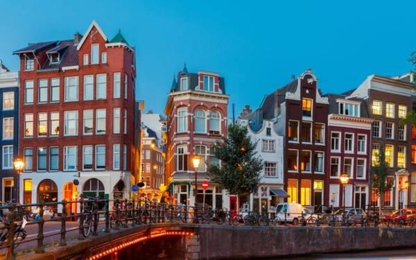 Amsterdam từ vị trí thứ 10 năm 2014 vươn lên thứ 8.