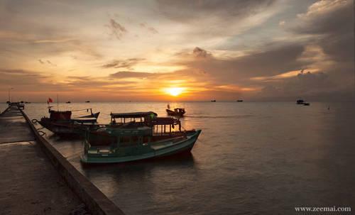 Thăm làng chài Hàm Ninh Đây là nơi bạn có thể tìm hiểu về làng nghề truyền thống ở Phú Quốc như lặn bắt ngọc trai, hải sâm... Làng nằm ở phía đông đảo, nổi tiếng với khung cảnh yên bình và người dân thân thiện. Hải sản của làng vừa rẻ, vừa ngon, đặc biệt là ghẹ. Ảnh: Zee Mai