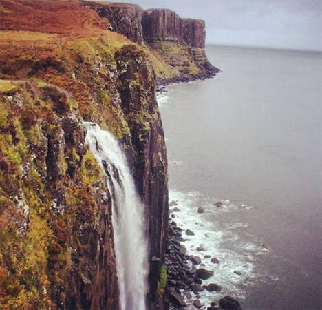 Thác nước biết hát duy nhất thế giới nằm ở Scotland. Khi gió thổi qua thác Mealt trên đảo Skye sẽ làm rung hàng rào bao quanh nơi ngắm cảnh và toàn bộ khu vực ngân nga những giai điệu kỳ lạ. Đây cũng là điểm ngắm cảnh ấn tượng ở Scotland.