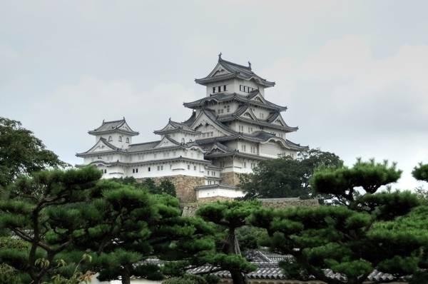 3. Nhật Bản: Xứ sở mặt trời mọc là sự hòa quyện giữa truyền thống và hiện đại. Những di sản văn hóa, tôn giáo của quá khứ cùng song song tồn tại với những thành tựu khoa học, nghệ thuật, kiến trúc hiện đại. Ở Nhật Bản có hàng nghìn ngôi đền Phật giáo, chủ yếu ở Kyoto nơi được coi là thủ đô văn hóa. Hai thành phố nổi tiếng khác có thể kể đến như Nara và Kanazawa. Đỉnh Phú Sĩ, cung điện hoàng gia, công viên tưởng niệm hòa bình Hiroshima, công viên quốc gia Osaka… là những điểm đến không thể bỏ qua ở xứ anh đào.