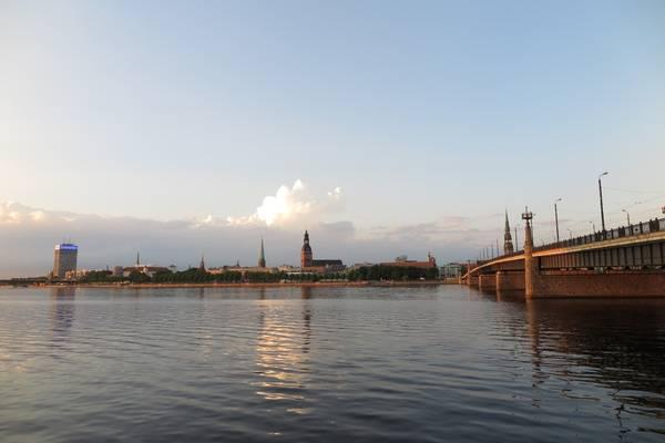 8. Latvia: Hòn ngọc vùng Baltic có những thị trấn giàu văn hóa như Riga, mới đây được coi là thủ phủ văn hóa châu Âu. Nhiều du khách vốn chỉ biết đến thủ đô của Latvia mà quên mất rằng, linh hồn đích thực của nước này nằm ở những vùng đồng quê với những mặt hồ hoang sơ, những khu rừng xanh mướt và bãi biển mênh mang cát trắng. Một nửa Latvia được bao phủ bởi hệ sinh thái tự nhiên, trong đó 4 công viên quốc gia đều tuyệt đẹp.