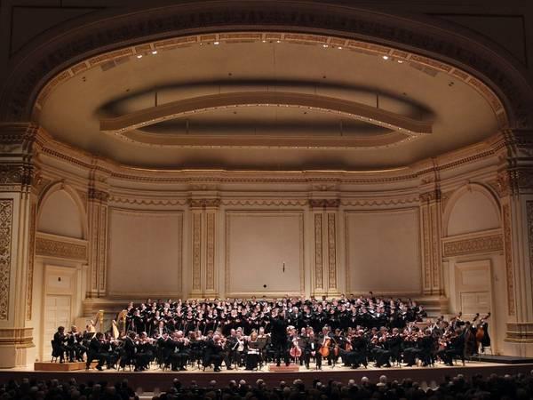 Nghe hòa nhạc ở tòa nhà Carnegie: Đây là nơi biểu diễn của những dàn nhạc giao hưởng và ca sĩ hàng đầu thế giới. Du khách sẽ được trải nghiệm không khí thanh lịch, trang nhã của thế giới âm nhạc giữa lòng New York hiện đại, nhộn nhịp.