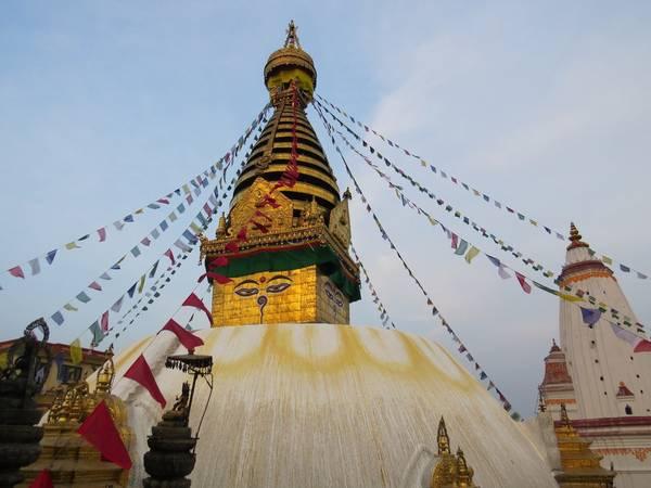 10. Kathmandu, Nepal: Nếu bạn muốn chuyến đi của mình có ý nghĩa đẹp, Nepal là lựa chọn tốt nhất. Du lịch có vai trò quan trọng trong nền kinh tế của quốc gia này, chuyến đi của bạn sẽ góp phần giúp họ tái thiết sau trận động đất. Ngoài những trải nghiệm tâm linh, tôn giáo và văn hóa, bạn còn có thể khám phá khung cảnh thiên nhiên hùng vĩ, hoang sơ.