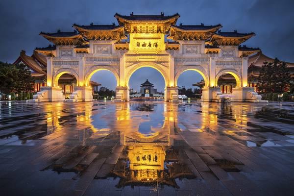13. Đài Bắc, Đài Loan, Trung Quốc: Với chi phí rẻ hơn Tokyo và Hong Kong, thành phố hiện đại này có những công trình kiến trúc độc đáo, văn hóa ấn tượng cùng ẩm thực hấp dẫn. Nhịp sống sôi động nơi đây sẽ khiến bạn không có một phút giây buồn chán nào.