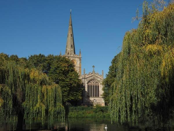 7. Stratford-upon-Avon, Anh: Năm 2016, thành phố quyến rũ cạnh bờ sông này sẽ tổ chức lễ kỷ niệm 400 năm ngày mất của đại văn hào William Shakespeare, với nhiều hoạt động văn hóa thú vị. Đây là nơi tuyệt vời để du khách tạm rời xa sự ồn ào của London, chiêm ngưỡng kiến trúc cổ, thưởng văn hóa ẩm thực hiện đại và những vở kịch nổi tiếng.