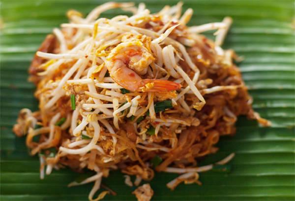 Pad Thai, một món ăn nổi tiếng tại Thái Lan.
