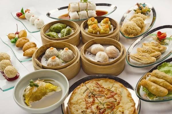 Chỉ ăn dimsum: Hong Kong nổi tiếng với những bữa dimsum thịnh soạn, hấp dẫn. Tuy nhiên, bạn nên dành thời gian khám phá thêm các món đặc sản của vùng đất này, từ quán ăn vỉa hè tới nhà hàng hạng sang. Hong Kong là điểm giao thoa văn hóa, do đó du khách sẽ dễ dàng tìm thấy những quán phục vụ ẩm thực Anh, Thái Lan, Ấn Độ... với biến tấu rất riêng. Ảnh: Passion-dimsum.
