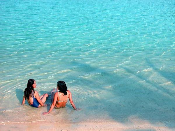 Biển xanh cát trắng đẹp đến ngỡ ngàng. Ảnh: Dulichgo