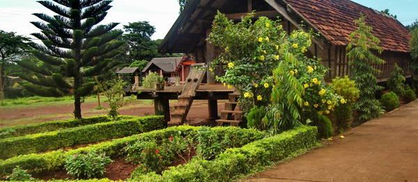 Kiến trúc nhà dài trong buôn Ako Dhong. Ảnh: dhungcafe