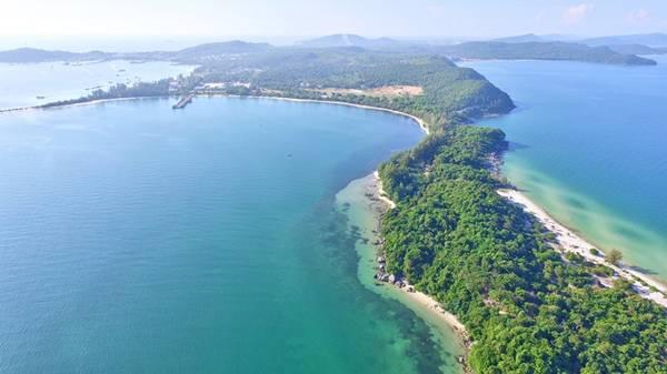 Nơi đây có bãi cát trắng mịn, các ghềnh đá, bãi đá hùng vĩ và những rặng san hô nhiệt đới đa sắc màu... mang tới trải nghiệm chưa từng có về một thiên đường biển nhiệt đới hiếm có trên thế giới.