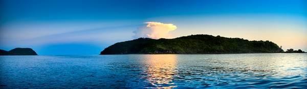 Đặc biệt, gần Mũi Ông Đội là Bãi Khem, dải cát trắng mịn đẹp nhất đảo Ngọc. Nằm ở phía Nam Phú Quốc, cách trung tâm thị trấn Dương Đông khoảng 25 km, Bãi Khem là điểm đến mới mẻ không thể bỏ qua khi khám phá Phú Quốc.