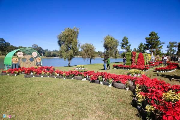 Các tiểu cảnh dọc hồ Xuân Hương là của các làng hoa Hà Đông, Thái Hiên, Vạn Thành...