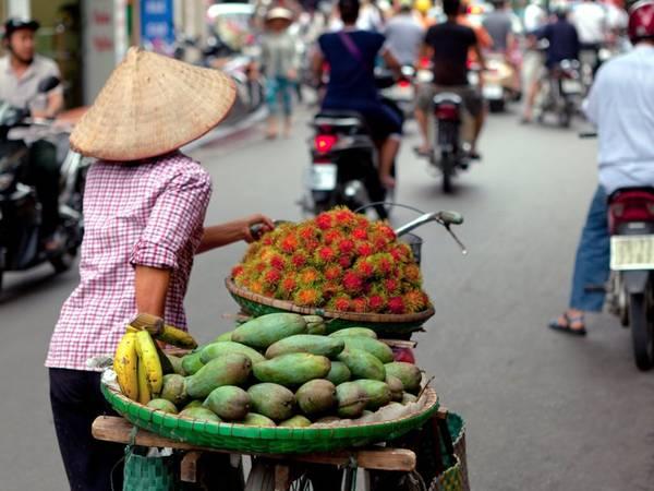 Hà Nội, Việt Nam: Được Lonely Planet đánh giá là một trong những thành phố giá rẻ tuyệt nhất châu Á, Hà Nội được biết tới với khu phố cổ quyến rũ, những ngôi chùa tinh tế, phố xá nhộn nhịp và nền văn hóa độc đáo.
