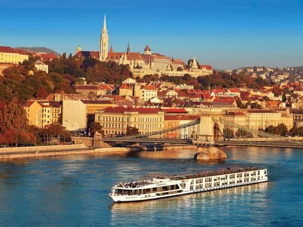 Budapest, Hungary: Ưu điểm của Budapest là có giá cả dễ chịu hơn so với các thành phố khác ở châu Âu, mà không kém phần hấp dẫn và xinh đẹp.