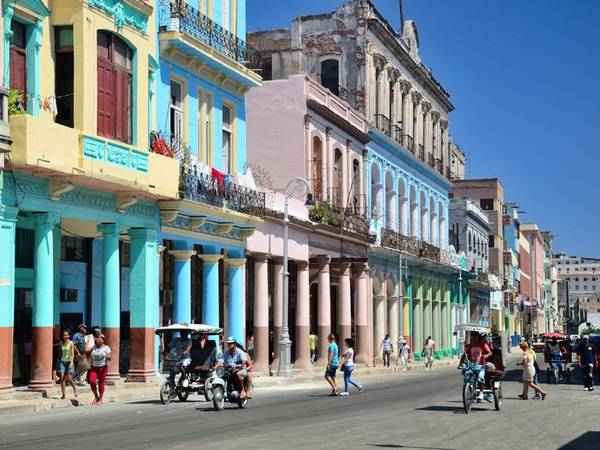 Hanava, Cuba: Sau khi lệnh cấm vận được nới lỏng, Hanava đã nhanh chóng trở thành một điểm đến cuốn hút trên bản đồ du lịch thế giới. Ở Hanava, du khách sẽ có cảm giác như được quay ngược thời gian, trở về thế kỷ trước.