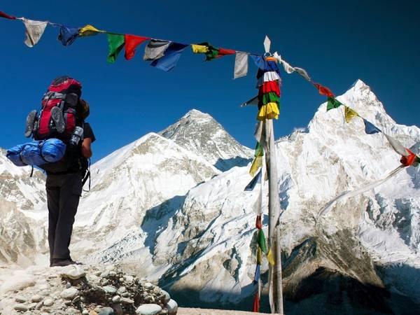 Đỉnh Everest, Nepal: Chinh phục nóc nhà thế giới là mơ ước của nhiều người. Chính phủ Nepal dự định cấm người leo nghiệp dư lên đỉnh Everest để đảm bảo an toàn. Do đó, nếu muốn có được trải nghiệm này, bạn nên chuẩn bị lên đường sớm.
