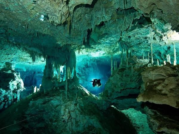 Dos Ojos, Tulum, Mexico: Đây là nơi lý tưởng cho các thợ lặn và du khách ưa cảm giác mạnh trong lòng hang đầy nhũ đá ngoạn mục.