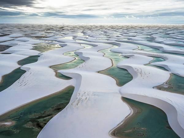 Công viên quốc gia Lencois Maranhenses, Brazil: Với cảnh tượng có một không hai trên trái đất, vùng này khi thì giống như một sa mạc ngập trong nước, khi lại như một hố cát khổng lồ tùy thuộc vào mùa mưa xuất hiện đầu tháng 6.