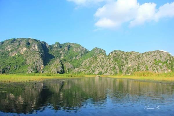 Được đưa vào khai thác du lịch từ năm 1998, tuy nhiên, đầm Vân Long không được nhiều người biết đến như Tràng An hay Tam Cốc - Bích Động. Vì vậy, nơi đây vẫn giữ được vẻ đẹp rất hoang sơ và tĩnh lặng.