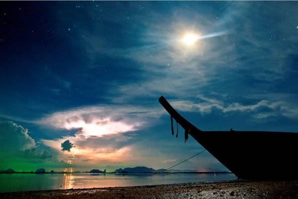 Krabi có 2 địa điểm nổi tiếng là Krabi Town và Ao Nang. Khách du lịch thường tập trung ở Ao Nang nhiều hơn vì gần biển, thuận tiện cho các chuyến tham quan. Ảnh: Krister Foto
