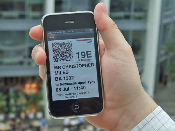 Làm thủ tục check in trước: Hãy cố gắng để có càng ít việc phải làm ở sân bay càng tốt. Thay vì xếp hàng chờ lấy vé lên máy bay, bạn có thể check in trước qua mạng. Sau đó, bạn có thể in vé hoặc thậm chí chỉ cần giữ bản vé điện tử trên điện thoại để lên máy bay.