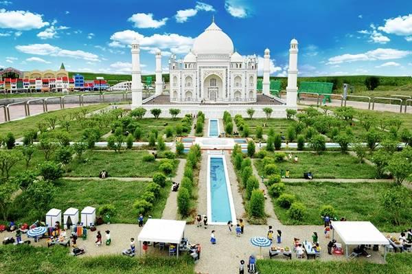 Đền Taj Mahal của Ấn Độ được tái hiện bằng những mảnh lego tại Legoland.