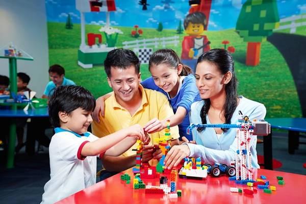 Vui chơi ở Legoland là cơ hội để bố mẹ và con cái thêm hiểu nhau.
