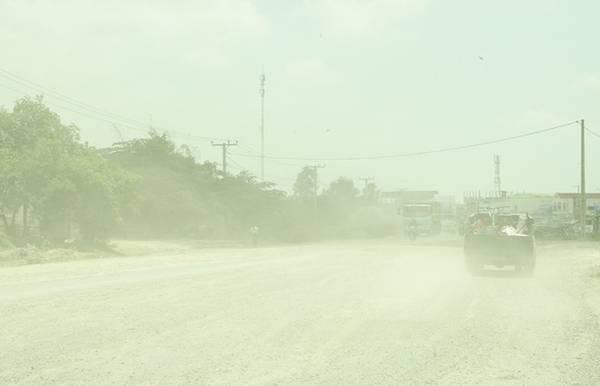 Tôi vượt qua đoạn đường dài bụi mù mịt để đến Choeung Ek - Cánh đồng chết.