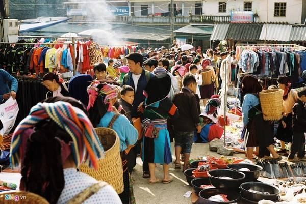 Phiên chợ sắc màu ở huyện Đồng Văn.