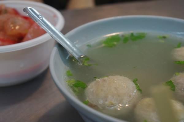 4. Thịt viên nhồi ở Tân Trúc: Thành phố phía bắc Đài Loan này có nhiều món ăn nổi tiếng, như súp thịt lợn viên, mì gạo, và tất nhiên không thể bỏ qua món thịt viên nhồi, đặc biệt là ở các quán tại chợ đêm đền Chenghuang. Ảnh: Potteringabouttaipei.