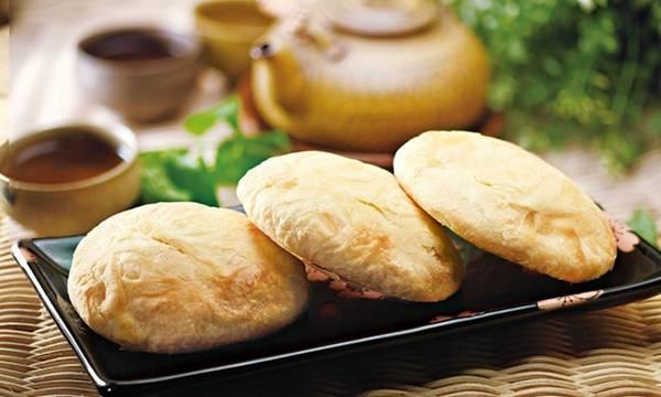 7. Bánh suncake ở Đài Trung: Các du khách mê đồ ngọt sẽ không thất vọng khi tới Đài Trung. Bạn nên ghé thăm các phố như Ziyou, Zhongzheng và Minquan để thưởng thức suncake - một loại bánh nướng vỏ giòn, với nhân mạch nha, mật ong hoặc khoai môn. Ảnh: Groupon.