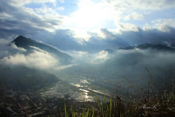 Cả thị trấn bồng bềnh trong mây.