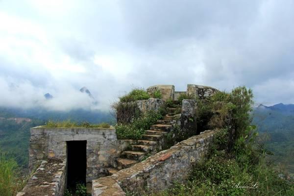 Tuy nhiên, điều thú vị nhất khi đến với Đồn Cao không phải là kiến trúc của đồn, mà chính là vị trí quan sát lý tưởng.