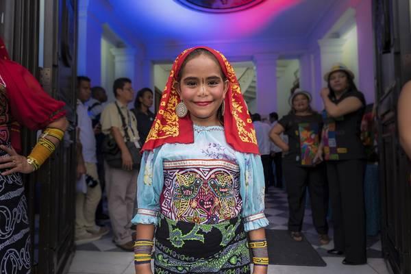 Một bé gái xinh xắn người Kuna Yala – một bộ tộc sinh sống ở quần đảo San Blas. Ảnh: Nori Jemil