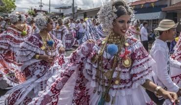 Phụ nữ Panama rực rỡ trong bộ trang phục truyền thống Pollera. Ảnh: Nori Jemil
