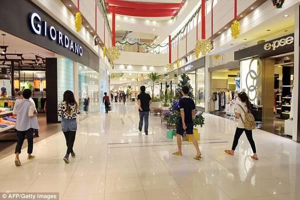 Ngày càng có nhiều siêu thị, nhà cao tầng, khách sạn 5 sao được xây dựng.