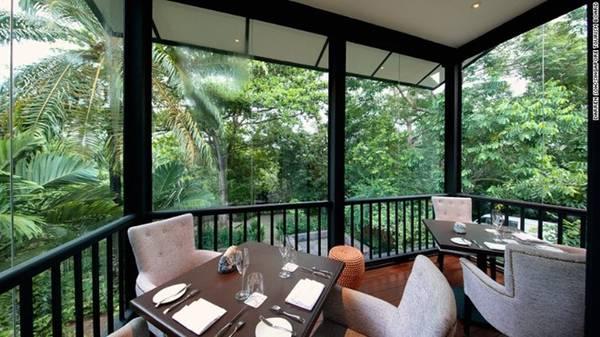 Du khách có thể dùng bữa ở nhà hàng Food for Thought, Haila hay Coner House giữa không gian xanh tươi, trong lành của vườn.