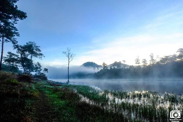 Hồ Tuyền Lâm vào sáng sớm.