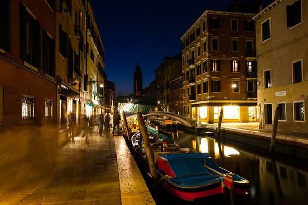 Bạn nên dành thời gian tới đây sớm, bởi các nhà khoa học dự đoán Venice sẽ biến mất khi mực nước biển dâng, thành phố nhiệm màu này sẽ chỉ còn là một giấc mơ xa xôi trong quá khứ.