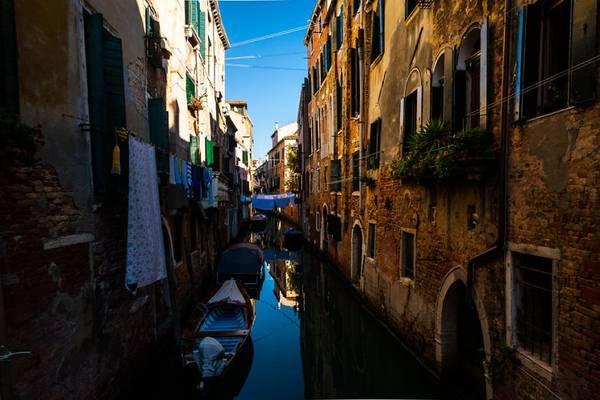 Những con kênh là lối đi lại chính ở Venice.