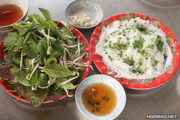 Đến Ninh Thuận nhớ thưởng thức món bánh hỏi lòng heo đặc biệt này nhé.