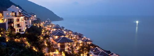 Đây cũng là cách World Travel Awards ghi nhận thành tựu đóng góp đặc biệt của khu nghỉ dưỡng này vào sự phát triển của ngành du lịch toàn cầu năm 2015.