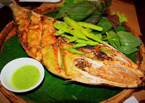 Tùy khẩu vị, đồ chấm của cá bò da nướng khác nhau. Ảnh: haisandaidung