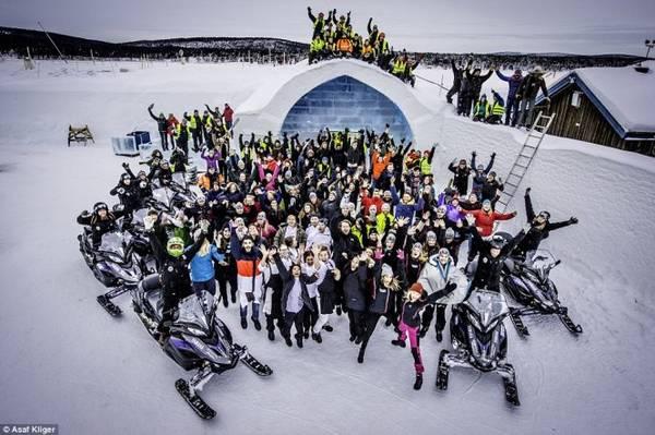 The Ice Hotel trong ngày mở cửa đón du khách - Ảnh: Daily Mail