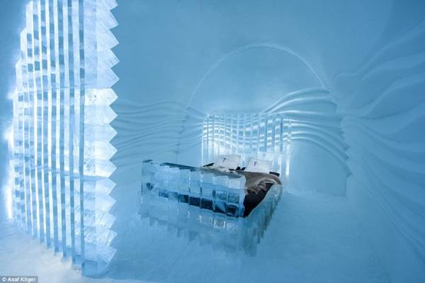Thiết kế phòng độc đáo với toàn bộ phòng ốc và giường ngủ làm bằng băng tuyết - Ảnh: Daily Mail