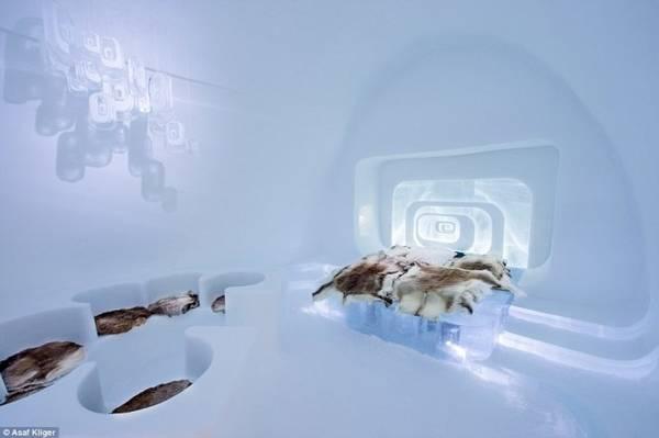 Một phòng ngủ độc đáo bằng băng tuyết - Ảnh: Daily Mail