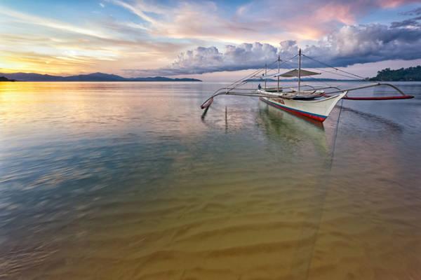 <strong>Port Barton:</strong> Port Barton là một ngôi làng nhỏ ven biển ở Palawan, nơi đây không ồn ào và nhộn nhịp như Puerto Princesa hay El Nido. Khung cảnh nơi đây vẫn còn khá nguyên sơ, thích hợp cho những du khách muốn thư giãn ở một nơi yên tĩnh. Đồng thời, Port Barton cũng là điểm đến dành cho những du khách có ngân sách eo hẹp.