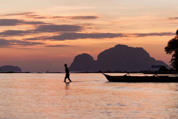 <strong>Hoàng hôn ở biển Corong Corong:</strong> Corong Corong là nơi lý tưởng đển bạn ngắm hoàng hôn và tránh xa sự ồn ào, náo nhiệt ở El Nido.