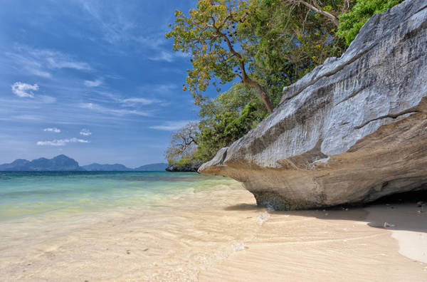 """El Nido: Cách Puerto Princesa hơn 200km về phía Đông Bắc với hơn 50 bãi biển lớn nhỏ El Nido từng được CNNGo bình chọn là """"thiên đường nghỉ dưỡng của Philippines""""."""